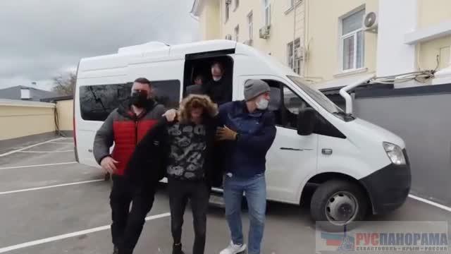 ФСБ задержало скакуаса в Севастополе. работавшего на спецслужбы вна руины